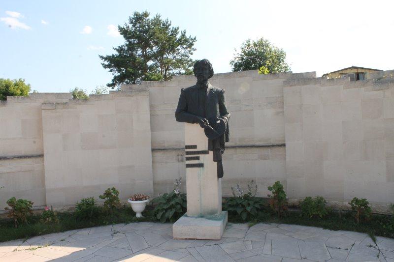 Памятник Ильи Репина