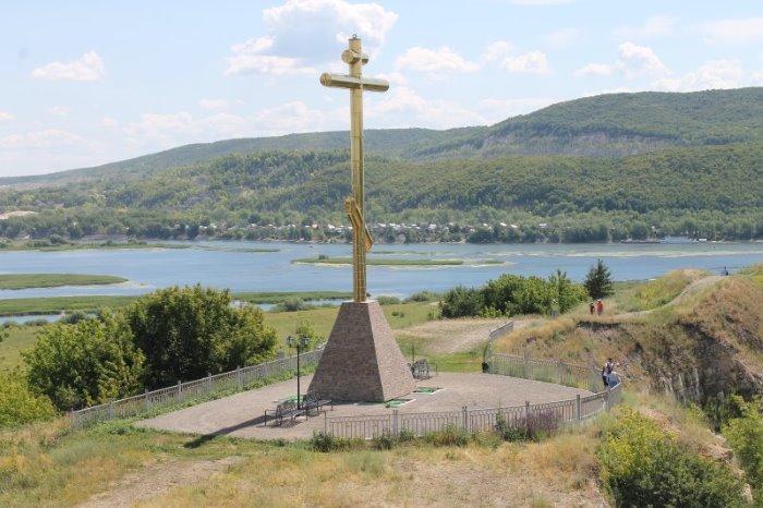 На Царевом кургане пакаянный крест