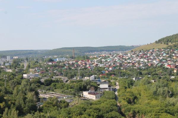 Вид с Лысой горы на Марквашинский овраг и город Жигулевск