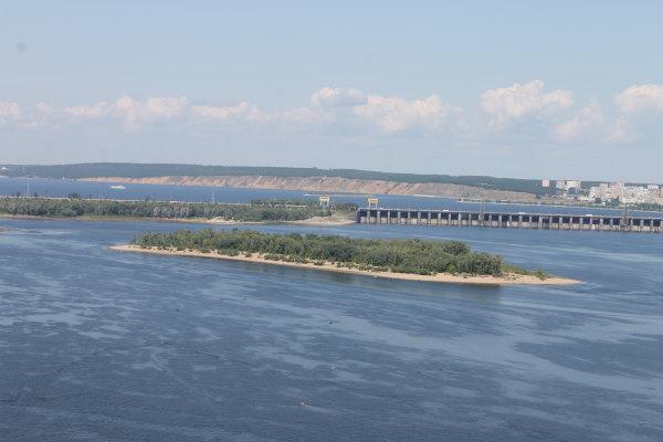 Вид на Телячий остров и шлюзы Жигулевская ГЭС