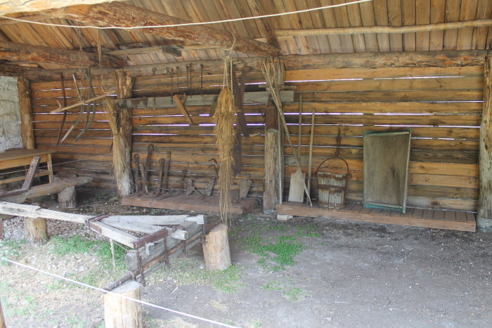 Двор дома-музея поэта Александра Васильевича Ширяевца (Абрамов)