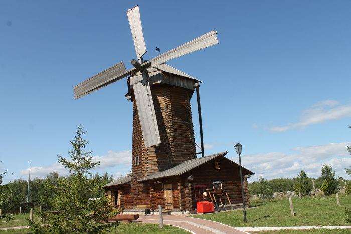 Ветряная мельница на территории музея хлеба