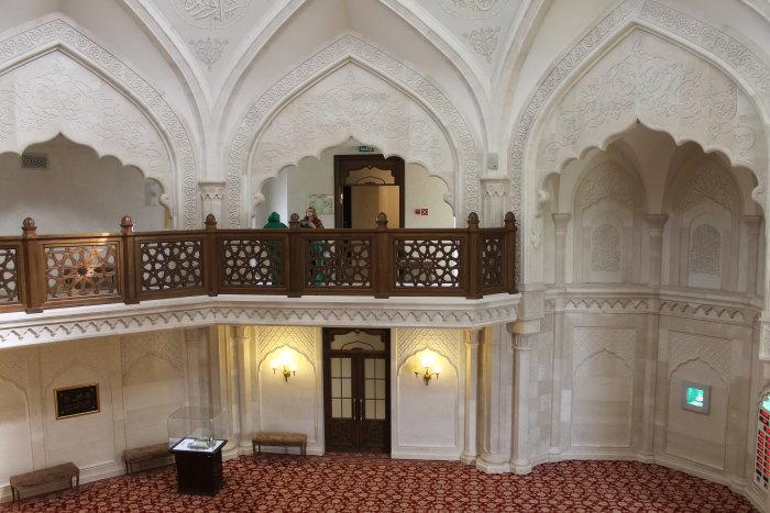 В зале Белой мечети