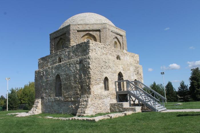 Черная палата Хорошо сохранившийся памятник XIV века.