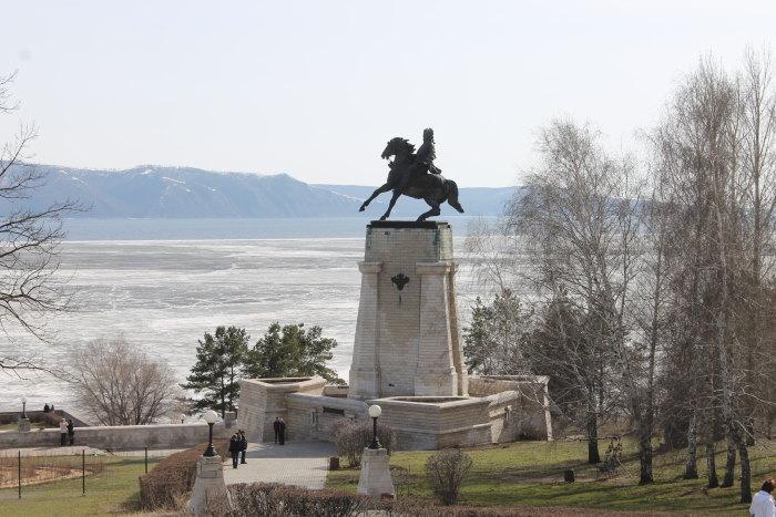 Памятник Василию Никитичу Татищеву