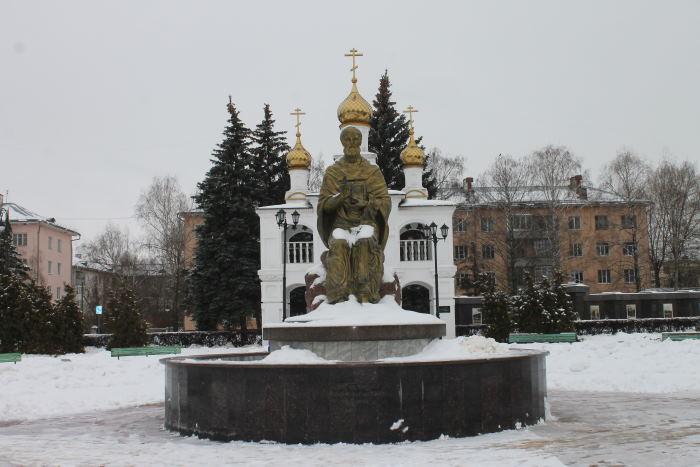 Памятник Созидателям города - скульптура Николая Чудотворца