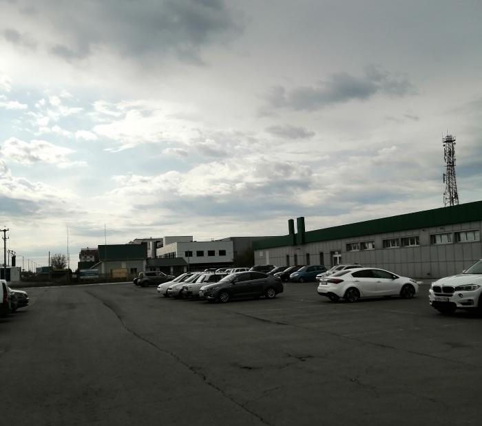 Магазин Миндаль и рядом спорткомплекс Альбатрос в селе Подстепки