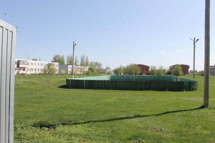 Хоккейная площадка на поле у Администрации сельского поселения Подстепки