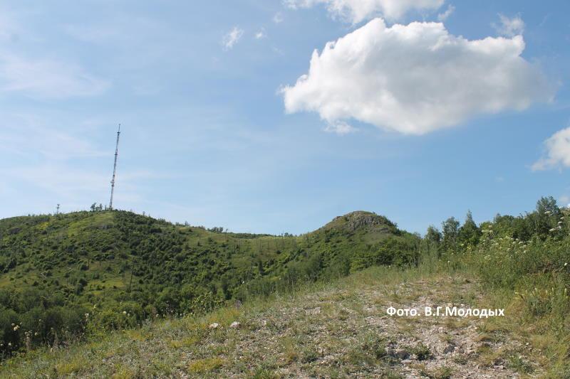 Гора Шишка и гора Отважная с телевышкой