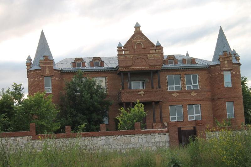 Замок в селе Бахилово