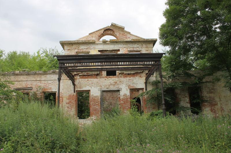 Дом графа. Был одноэтажный с мезонином.