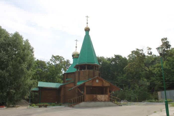 Храм во имя святого праведного Иоанна Кранштадского у подножья горы Светелка