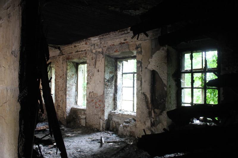 Внутренняя часть здания после пожара, усадьба графа Орлова-Давыдова