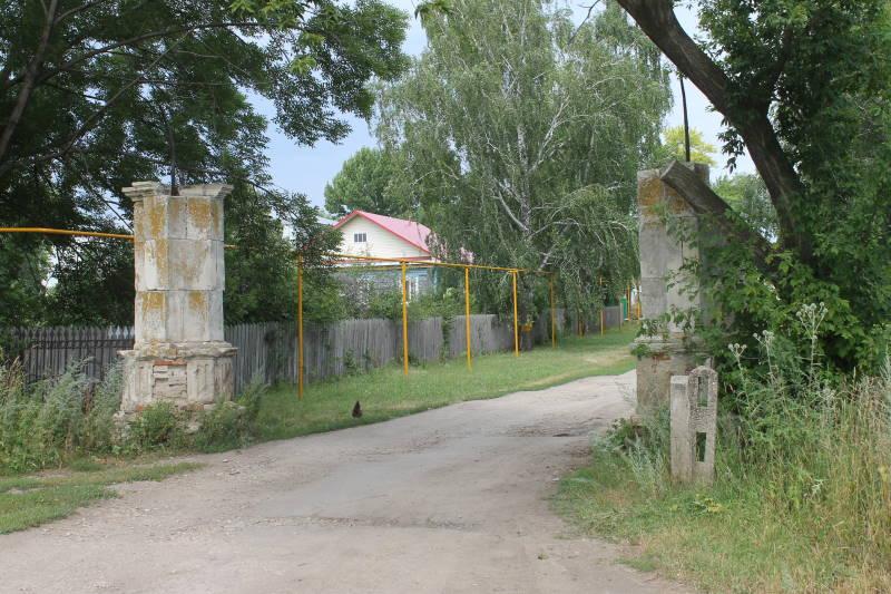 Въезд в усадьбу графа Орлова-Давыдова