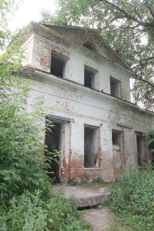Дом управляющего графским имением - вид со двора