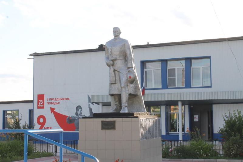 Памятник защитникам ВОВ в селе Сосновый Солонц