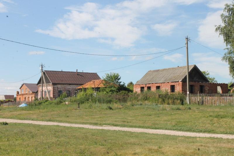 Ветхие дома в селе Брусяны