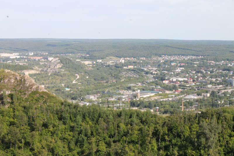 Вид га город Жигулевск с горы Отважной