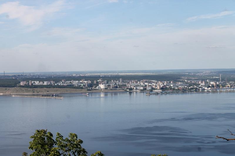 Вид на Комсомольский район с горы Отважной