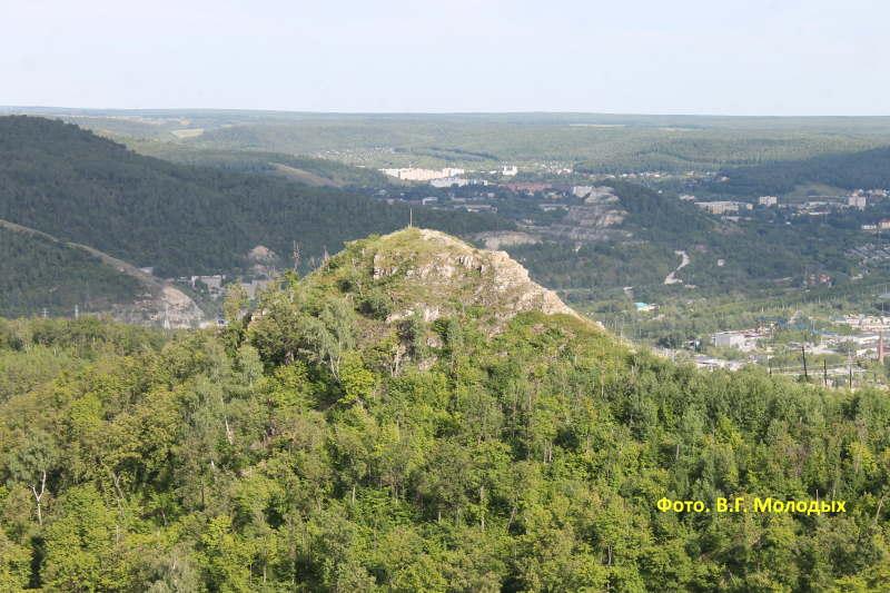 Вид на гору Шишка с горы Отважной