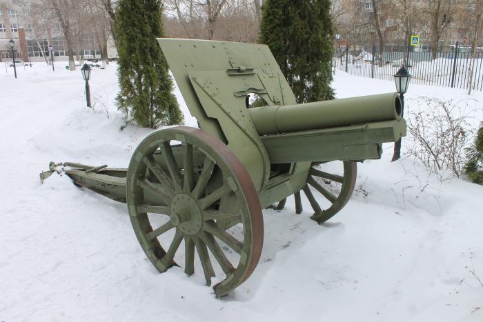 Артиллерийское орудие – 122-миллиметровая гаубица образца 1910/30 годов.