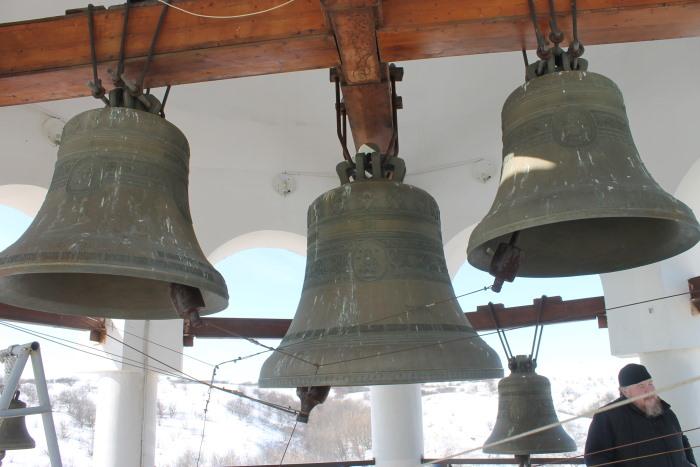 На колокольне мужского монастыря в селе Винновка