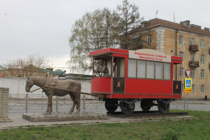 Памятник лошади Петрушке