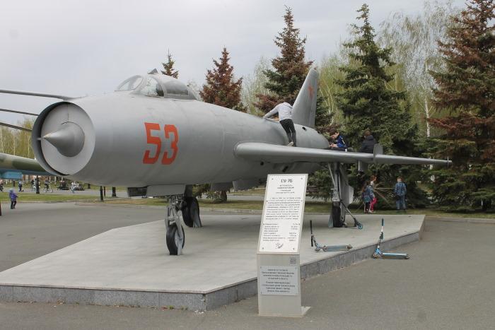 Истребитель бомбардировщик СУ-7Б