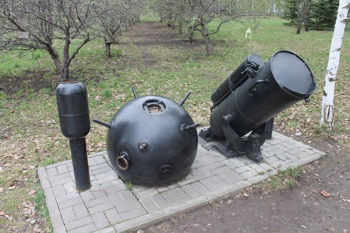 Морская мина и противолодочный бомбомет БМБ-2