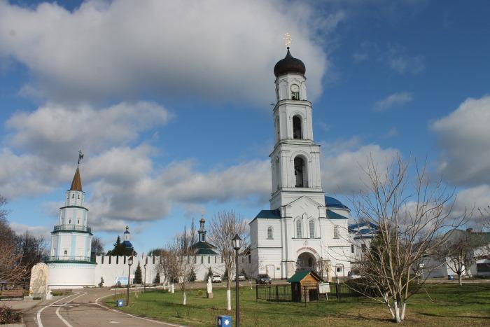 Колокольня с надворным храмом в честь Архистратига Божия Архангела Михаила