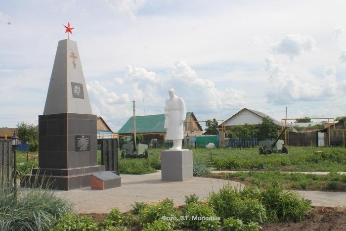 Мемориальный памятник погибшим воинам в ВОВ