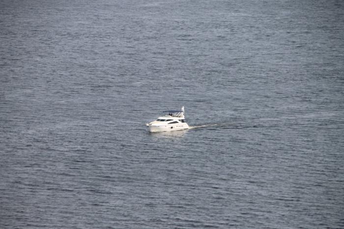 Яхта на реке Волга