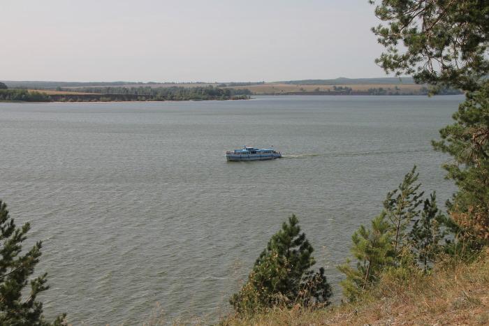 Прогулочный корабль на реке Уса